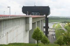 Elevación del barco de Strépy-Thieu en el canal du Centre, Valonia, Bélgica Imagenes de archivo