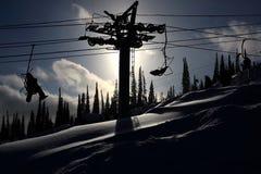 elevación del Montaña-esquiador. Foto de archivo