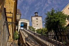 Elevación en Zagreb - manera del teleférico a la ciudad superior fotografía de archivo