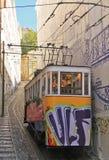 缆索铁路(Elevador)在里斯本 免版税库存图片