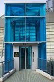 Elevador azul fotografia de stock