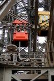 Elevador da torre Eiffel em Paris Fotografia de Stock
