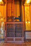 Elevador de acero viejo de la puerta de la jaula Imagen de archivo
