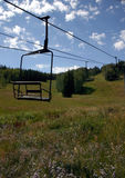 Elevador de cadeira 2 do esqui imagem de stock