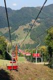 Elevador de cadeira do esqui para o traço do esqui Fotografia de Stock Royalty Free