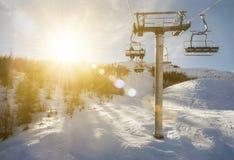 Elevador de cadeira na luz do sol, Puy Saint Vincent Foto de Stock Royalty Free