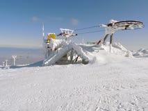 Elevador de esqui parado na geada Imagens de Stock