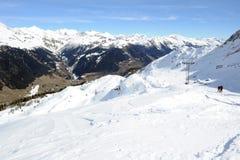 Elevador de esqui sobre Airolo Imagem de Stock