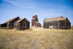 Elevador de grão da pradaria na cidade fantasma velha fotografia de stock