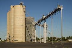 Elevador de grão ou silo do armazenamento Foto de Stock Royalty Free