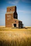 Elevador de grano abandonado de la pradera Imagen de archivo libre de regalías