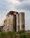 Elevador de grano cerca de Eagle Lake imágenes de archivo libres de regalías