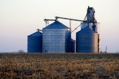 Elevador de grano en el Cercano oeste Estados Unidos Imagenes de archivo