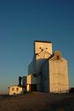 Elevador de grano en la cosecha Imágenes de archivo libres de regalías