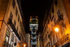 Elevador de Santa Justa a Lisbona alla notte Immagine Stock