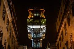 Elevador de Santa Justa a Lisbona alla notte Immagini Stock