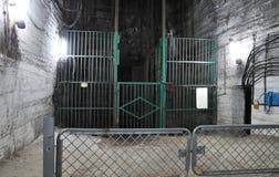 Elevador em uma mina de sal fotografia de stock