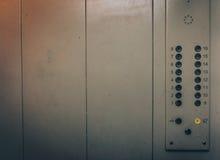 Elevador ou botões e parede do elevador dentro do interior com espaço da cópia fotos de stock