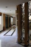 Elevador y pasillo modernos Foto de archivo