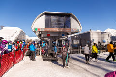 Elevadores da montanha à estância de esqui Rosa Khutor Sochi, Rússia Imagem de Stock