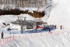 Elevadores da montanha à estância de esqui Rosa Khutor Sochi, Rússia Fotos de Stock
