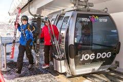 Elevadores da montanha à estância de esqui Rosa Khutor Sochi, Rússia Fotografia de Stock