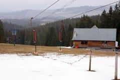 Elevadores de cadeira em uma estância de esqui Foto de Stock