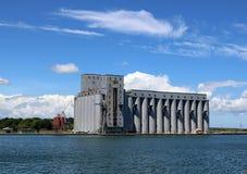 Elevadores de grano en Owen Sound foto de archivo libre de regalías