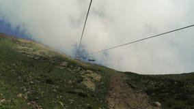 Elevadores nas montanhas no verão video estoque
