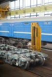Elevando o equipamento para o vagão railway Foto de Stock
