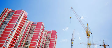 The elevating crane building a monoli Royalty Free Stock Photography