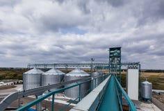 Elevatore contro il cielo blu fotografie stock
