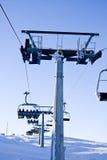 Elevatore di corsa con gli sci vicino alla parte superiore Fotografie Stock Libere da Diritti