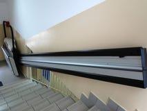 Elevatore di handicap, ascensore per la sedia a rotelle invalida immagine stock