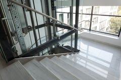Elevatore e scale Fotografia Stock