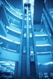 Elevatore futuristico nella costruzione moderna Immagine Stock