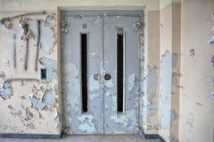 Elevatore in un ospedale abbandonato Fotografie Stock