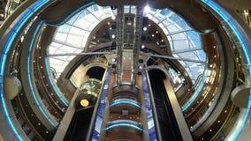 Elevatores va hacia arriba y hacia abajo Foto de archivo