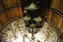 Elevatorn inom mineshaft av saltar minen royaltyfri foto