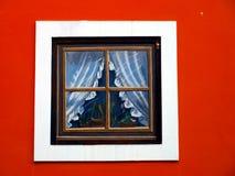 Elevazione della costruzione con le finestre dipinte in Madonna di Cam Immagini Stock