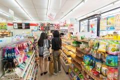 7-Eleven lager, i stadens centrum Bangkoks Arkivfoto