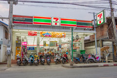 7-Eleven na noite em PAI, Tailândia Fotografia de Stock