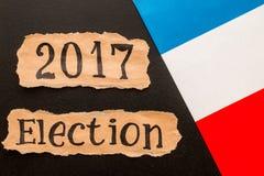 Elezione 2017, iscrizione su pezzo di carta sgualcito fotografia stock