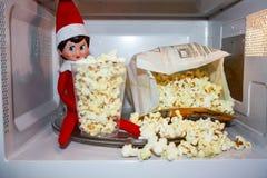 Elf sur l'étagère image libre de droits