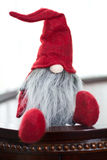 Elfe rouge mignon de Santa de Noël Photographie stock libre de droits