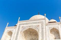 Elfenbein-weiße Fassade Taj Mahals mit Kalligraphie auf der Wand stockbilder