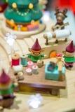 Elfes dans l'atelier du ` s de Santa Photos stock