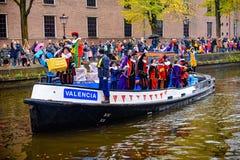 Elfes de Sinterklaas sur un bateau Photographie stock
