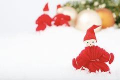 Elfes et babioles de Noël. Photographie stock libre de droits