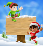 Elfes et signe de Noël Photographie stock libre de droits